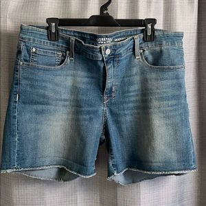 LEVI STRAUSS & CO. | cut off shorts